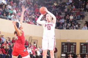 Tide women's basketball team pulls away late for big SEC win over Georgia (via Crimson Magazine)