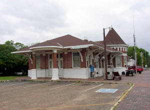 Tuscaloosa's current Amtrak station, located at 2105 Greensboro Avenue, was built in 1911.