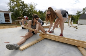 Alabama Athletics Working with Habitat for Humanity to Make a Difference
