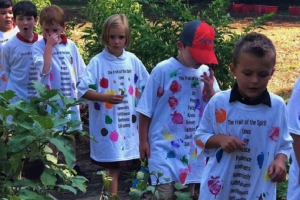 Local Students Gardening to Help the Community
