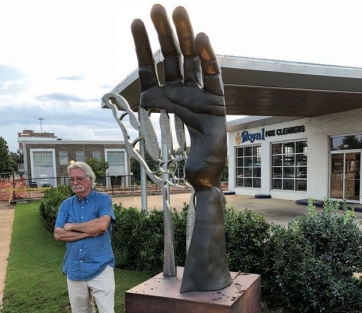 Structural Mechanics, a sculpture by acclaimed artist Ted Metz, was unveiled on Sept. 6 at Royal Fine Cleaners on University Boulevard in downtown Tuscaloosa.