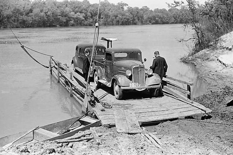 Fosters and other ferries in early Tuscaloosa County would have been similar to the Gees Bend Ferry on the Alabama River in Wilcox County shown here in about 1939.